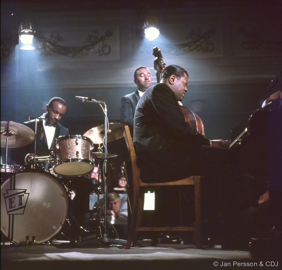 The Oscar Peterson Trio - The Good Life